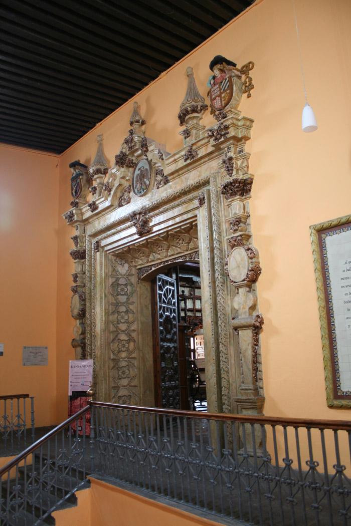 Entrada a la Biblioteca Palafoxiana
