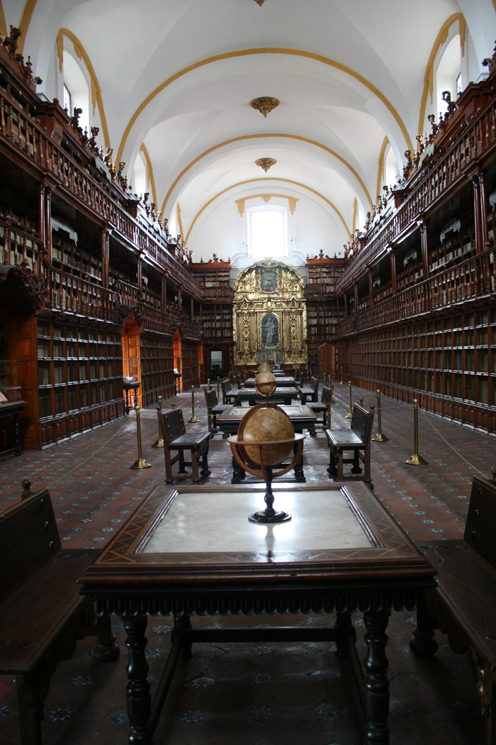El alargado salón de la Biblioteca Palafoxiana