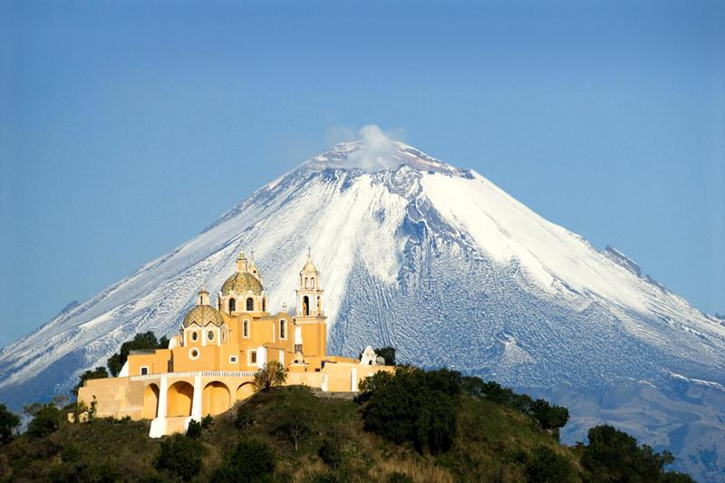 Iglesia de Nuestra Señora de los Remedios sobre la Gran Pirámide
