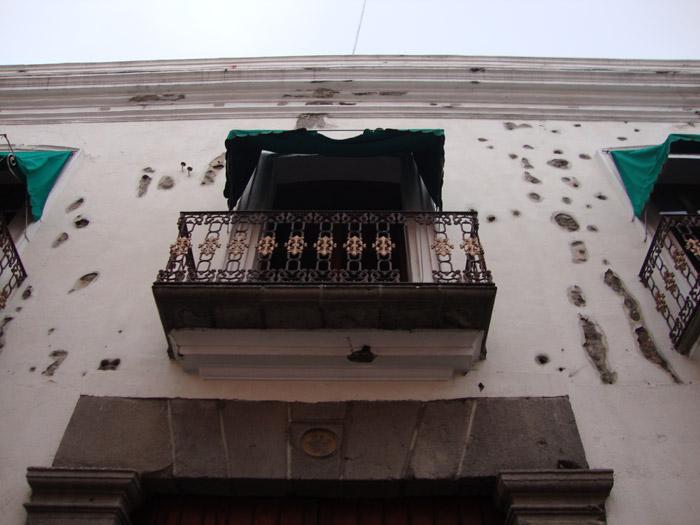 Fachada con balazos de la Casa Serdán