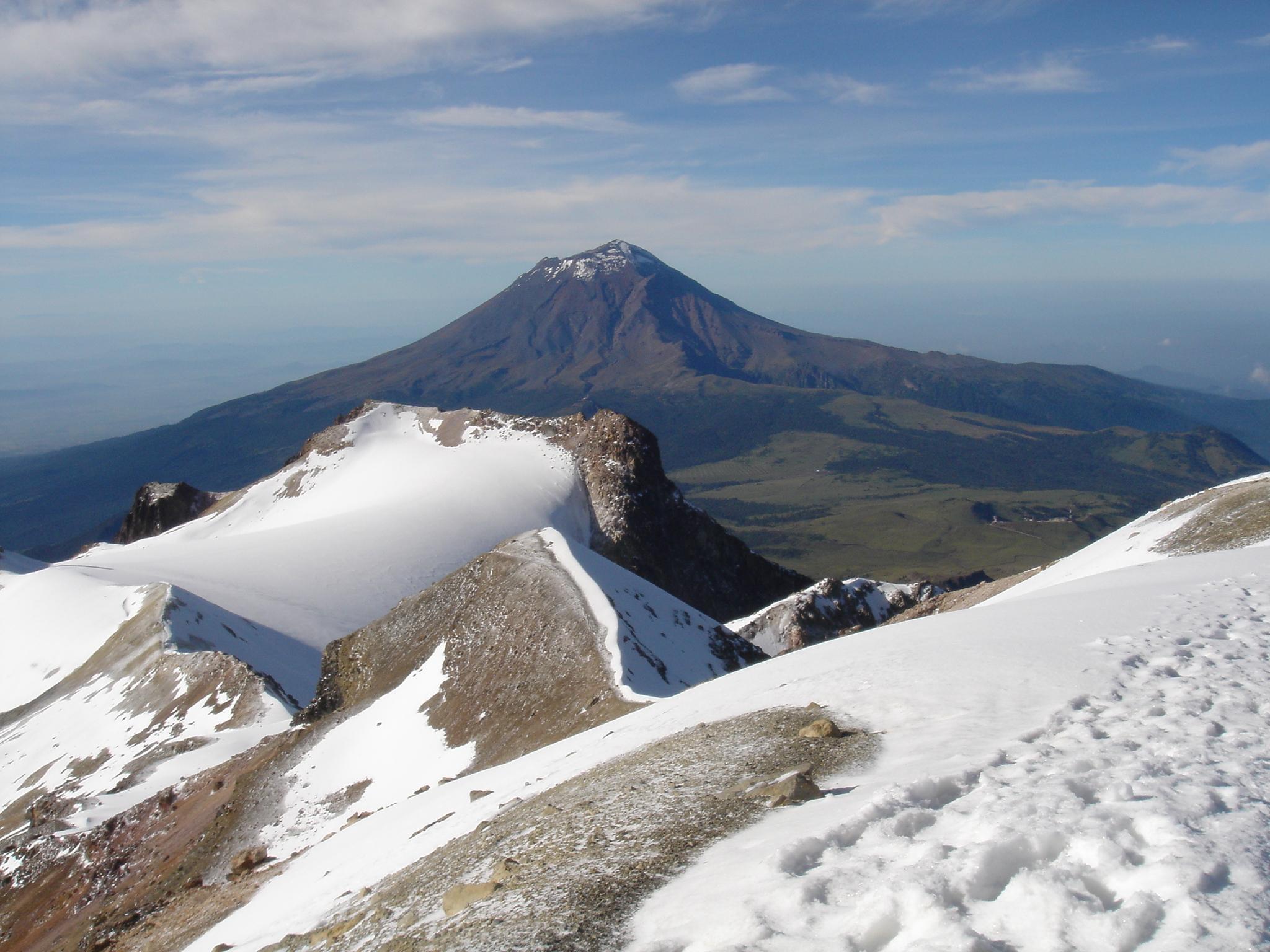 Vista del Volcán Popocatépetl desde el Iztaccíhuatl