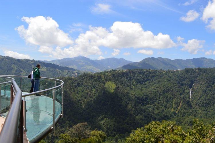 Impresionantes vistas de la serranía poblana desde el mirador de cristal